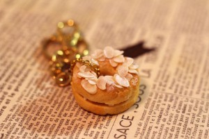 Paris Brest, Pane, Portachiavi - High quality royalty free images resources for commercial and personal uses. No payment, No sign up.